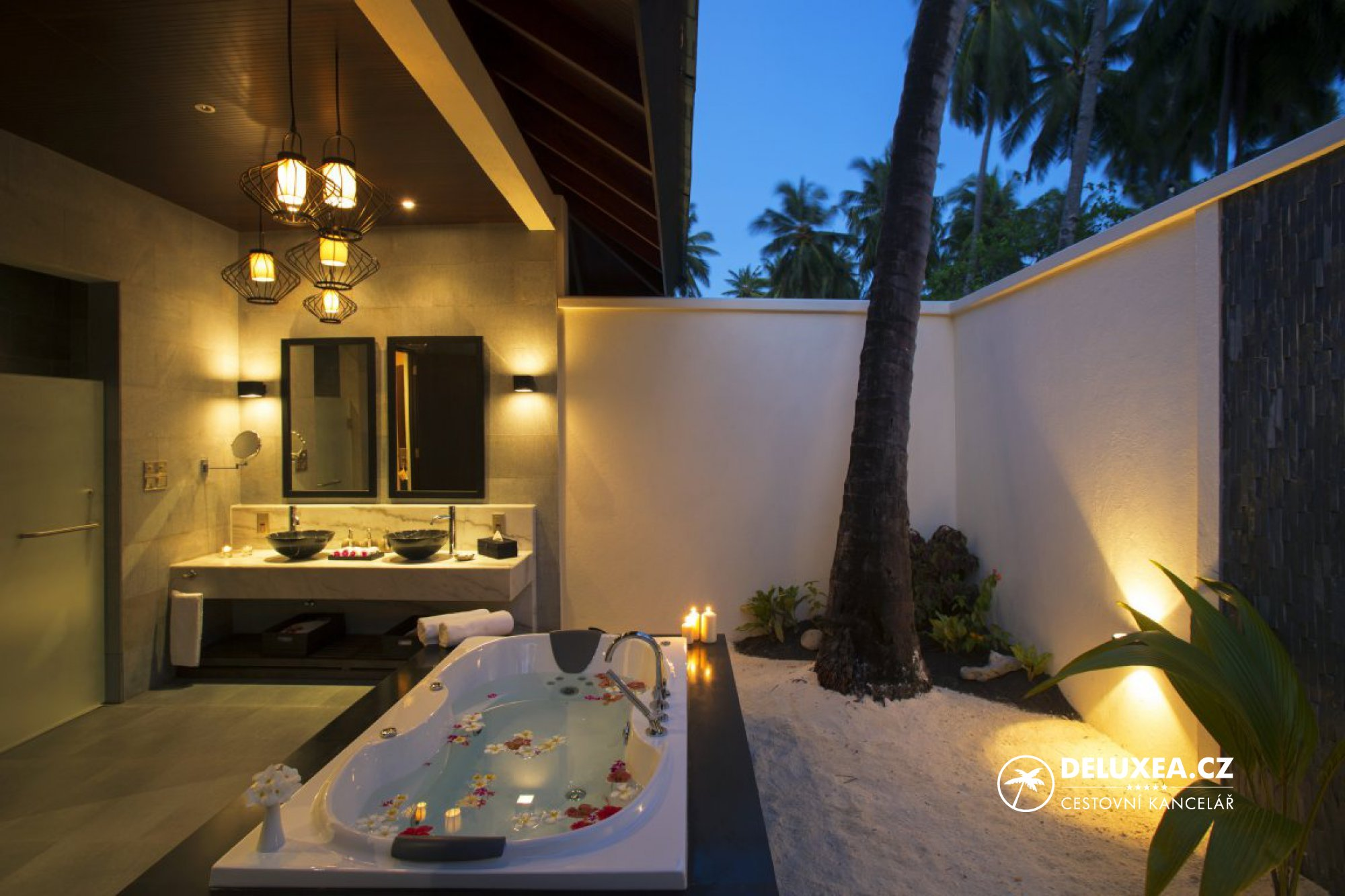 Hotel atmosphere kanifushi maledivy deluxea for Hotel salle de bain ouverte